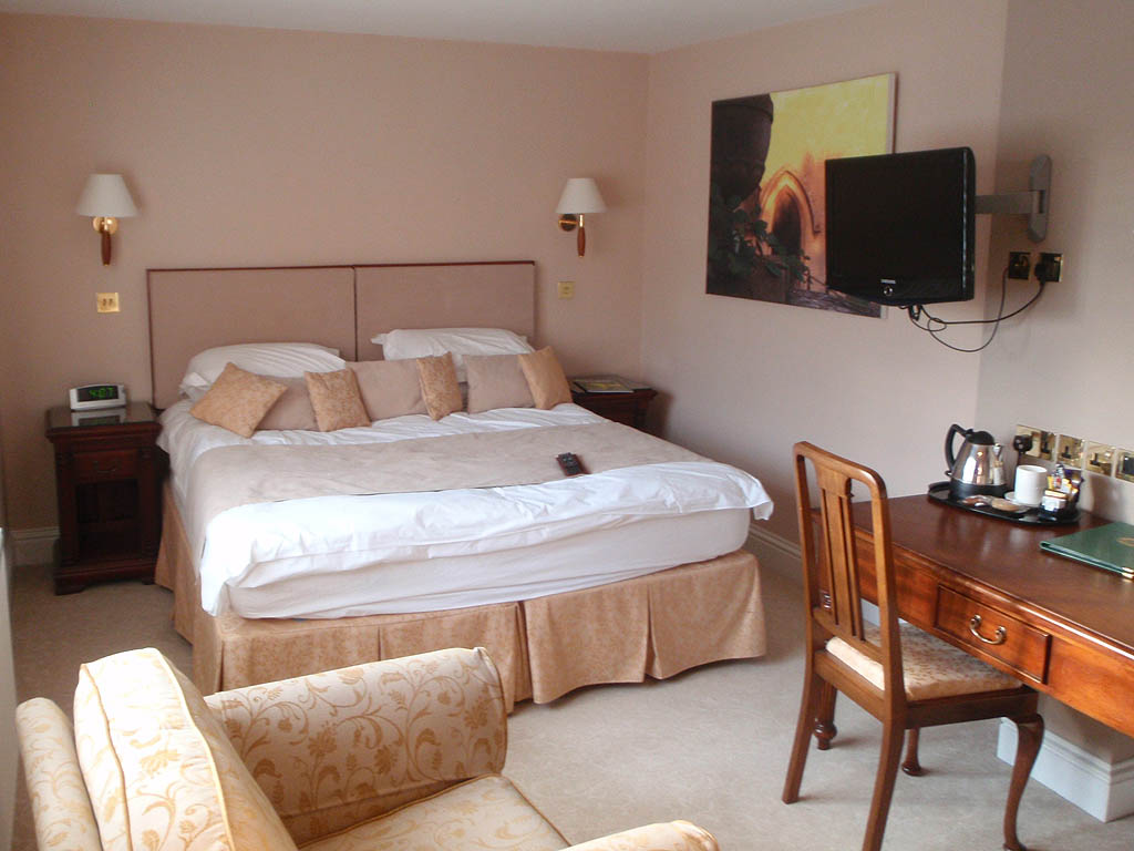 Well House Manor Hotel - bedroom 2