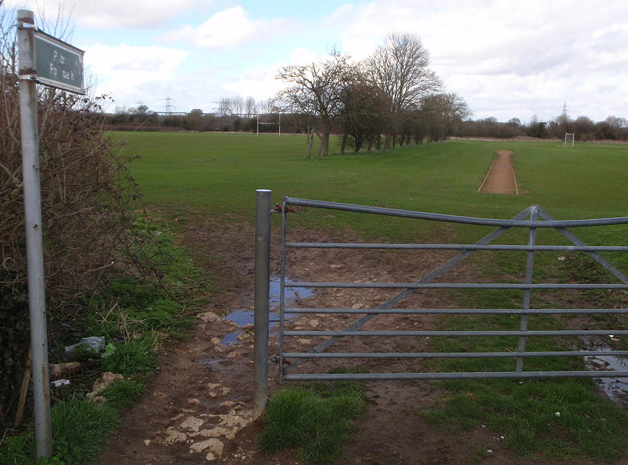 Dunch Lane - path into playing field