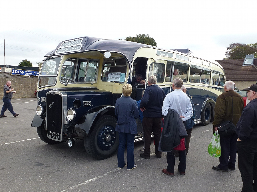 Royal Blue bus in Mere