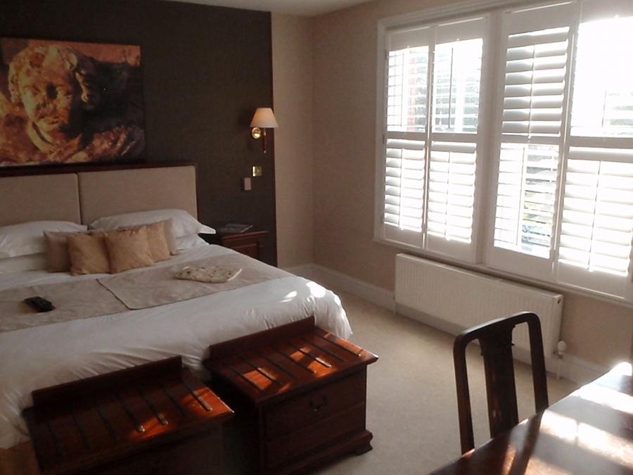 Hotel bedroom (4)