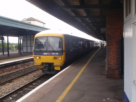 Oxford train waits at Didcot