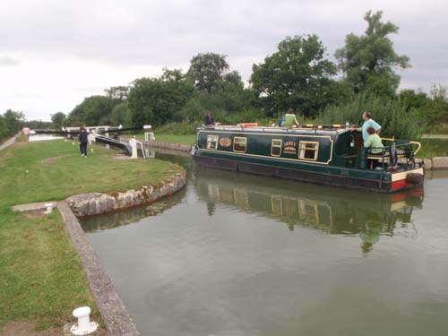 Boat descends Devizes locks