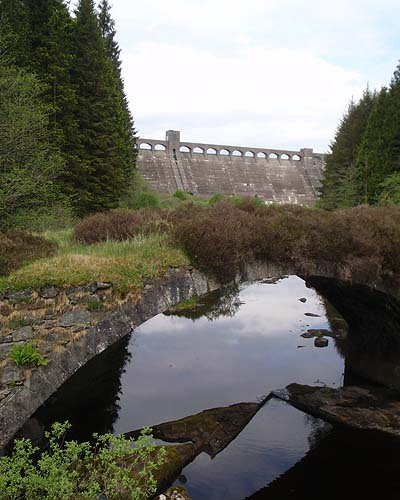 The dam and an old bridge