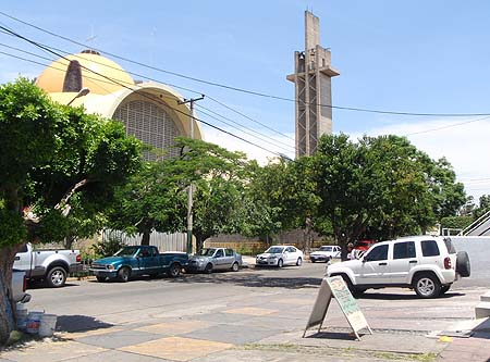 Suburban Church, Mexico