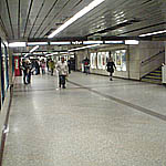 Station Subway linking platforms
