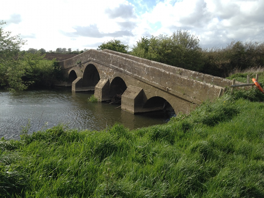 Pack Horse Bridge, river Avon, below Melksham