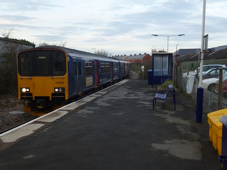 Arriving - 3 car 150/1 at Melksham