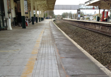 Chippenham - the spare, trackless platform