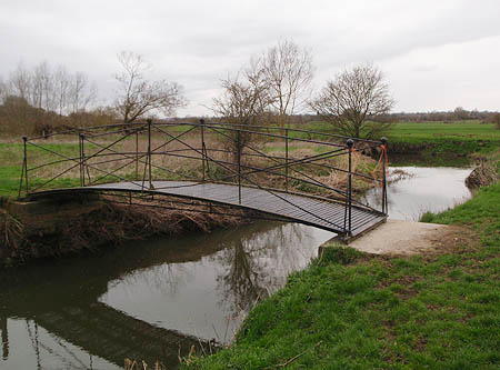 Footbridge over the mouth of Semington Brook