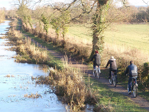 Cycling on the Wilts and Berks canal
