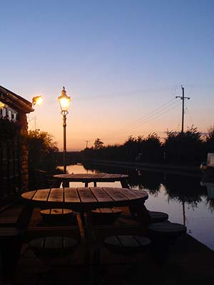The Barge, Seend