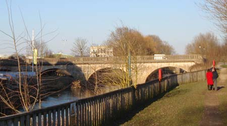 Riverside walk and Avon Bridge, Melksham