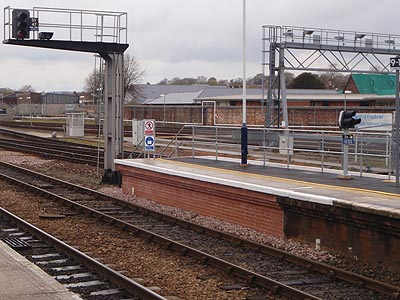 Salisbury - extra platform for 10 car scheme