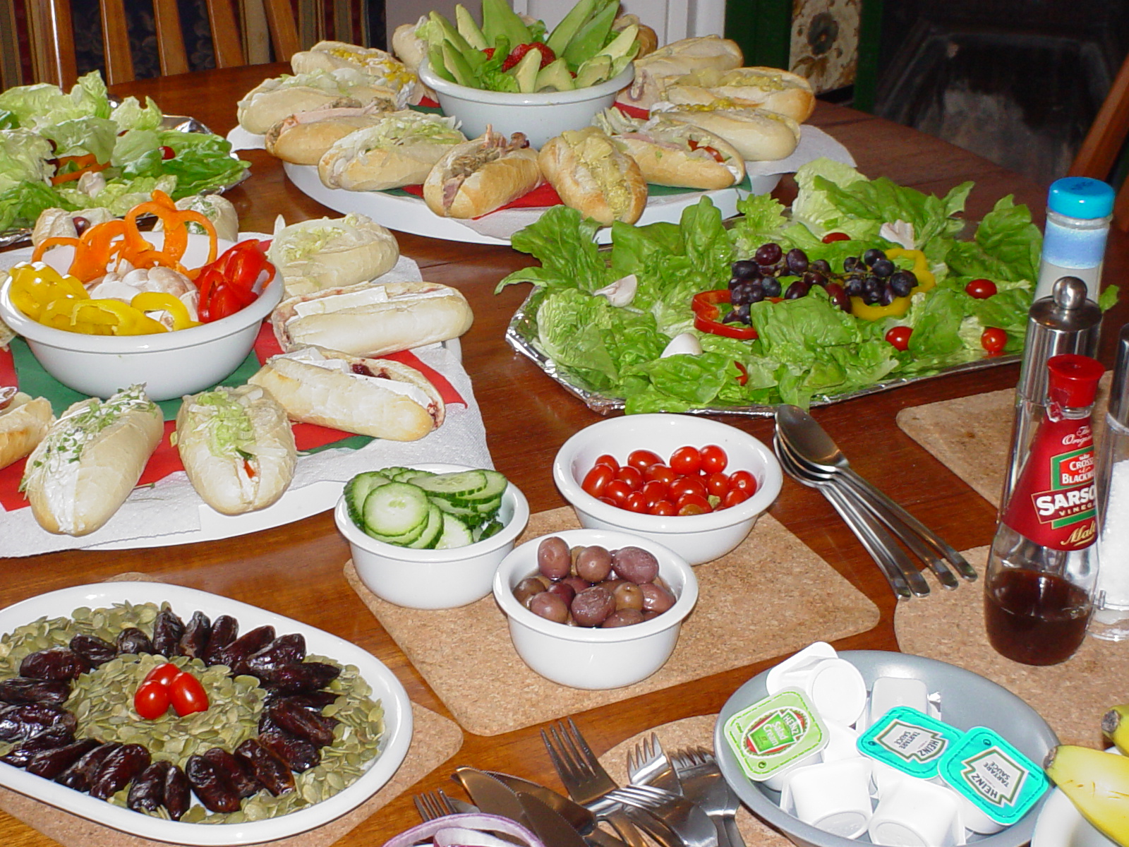http://www.wellho.net/slideshow/buffet-lunch.jpg
